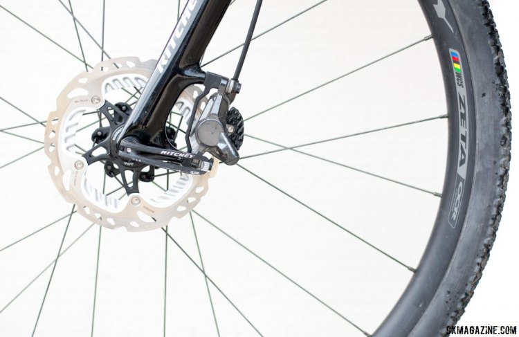 The WCS Carbon disc fork can fit either 140mm or 160mm brake rotors. © Cyclocross Magazine