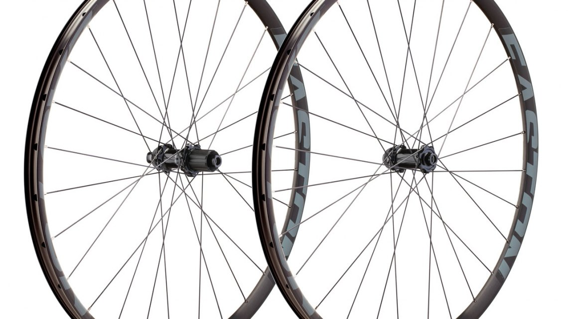 Easton EA70 AX wheelset features 28 spokes, 24mm internal tubeless rims and Centerlock hubs. photo: Sterling Lorence