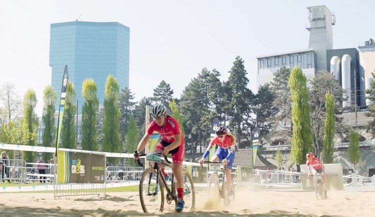 Sand, gravel, water, stairs, van ride-through and a mini pump track were all present to challenge the racers.