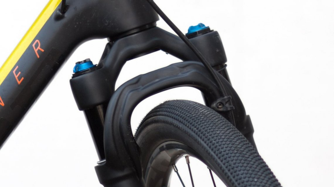 The 32 Step-Cast AX (Adventure Cross) suspension fork for gravel bikes is ready for adventure and will smooth out the bumps with 40mm of travel and fully-adjustable spring rate, damping and rebound. © Cyclocross Magazine