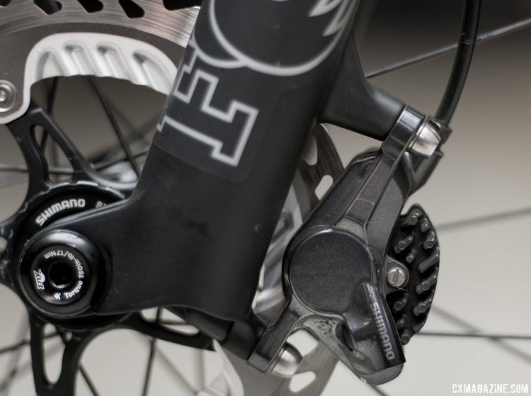 The 32 Step-Cast AX (Adventure Cross) suspension fork for gravel bikes relies on the trusted post-mount brake mount, set for 160mm rotors, and 15mm Kabolt thru axles. © Cyclocross Magazine