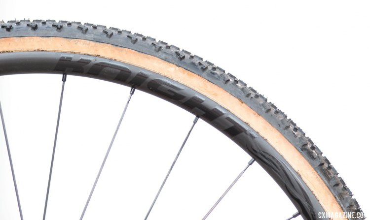 Looks like a lightweight tubular wheelset, but the Knight Composites 29 Race / Gravel carbon tubeless disc wheelset paired with Islabikes' Greim Pro tire offers similar gram savings and suppleness without the ride-ending flat tire risk. © Cyclocross Magazine