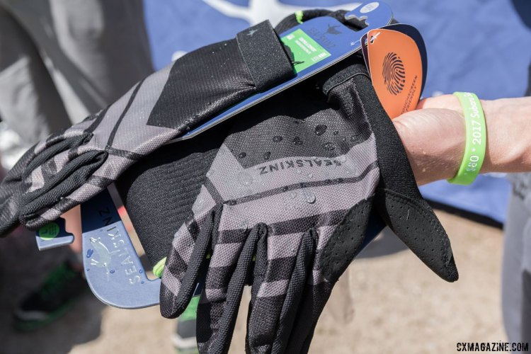 Sealskinz new Dragon Eye ultralight mtb glove is a light and breathable summer glove with a bit of water shedding technology on the back. 2017 Sea Otter Classic. © C. Lee / Cyclocross Magazine