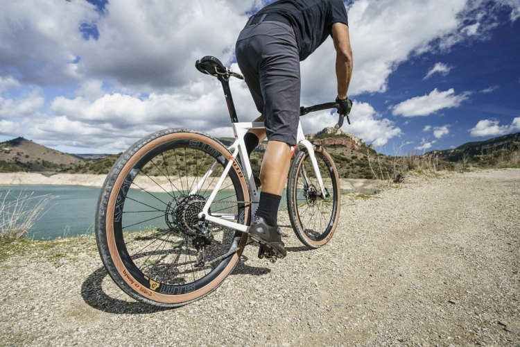 The new $67.95 Byway Road Plus TCS tubeless gravel tire from WTB expands the Road Plus category with side knobs and side roads.