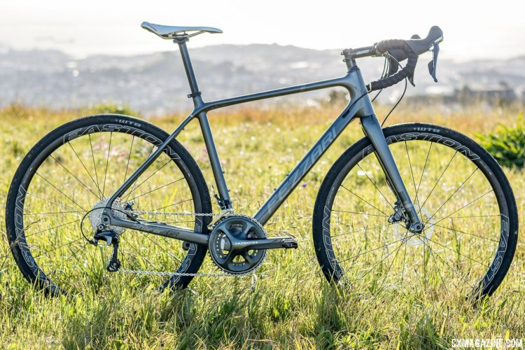 Fezzari's Shafer gravel bike brings an understated value-oriented option for the dirt and gravel road cyclist . © Cyclocross Magazine
