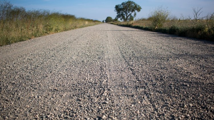 Turn a long, flat gravel road into the key for your best cyclocross season yet, with threshold workouts. © Cyclocross Magazine