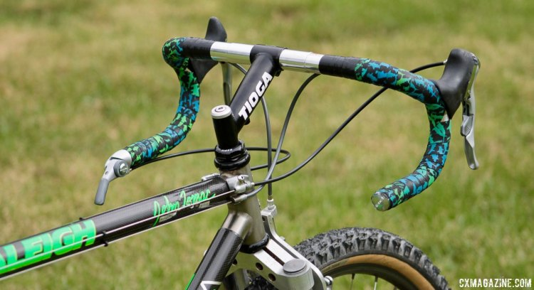 Tomac went with a higher, shorter stem when using a drop bar, but the position still put him way out front when in the hoods and drops. Eric Rumpf's John Tomac replica 1991 Raleigh Signature ti/carbon drop bar mountain bike. © Eric Rumpf