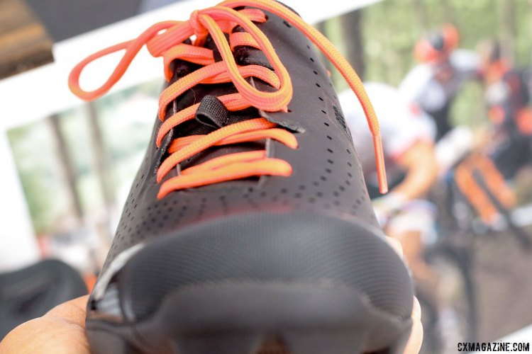 Scott MTB RC Lace shoe features offset laces that keeps pressure points off the top of your foot. © Cyclocross Magazine