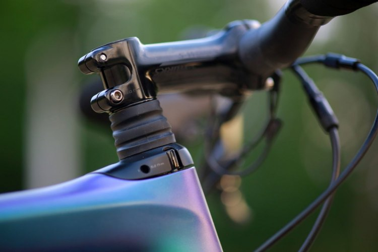 The 2018 Diverge includes the Future Shock micro-suspension first seen on the Roubaix. The Future Shock on the Diverge provides 20mm of travel for more off-road comfort. (photo: Specialized)