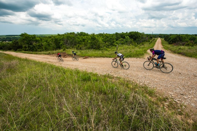 Small packs form for both company and sharing wind-piercing duties. Neil Shirley's 2017 Dirty Kanza race. © Ian Matteson / ENVE