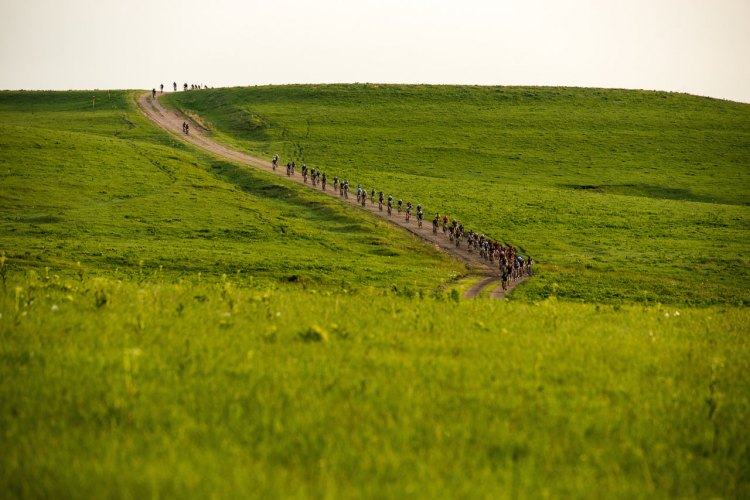 There's beauty in the green Flint Hills of Kansas. Neil Shirley's 2017 Dirty Kanza race. © Ian Matteson / ENVE