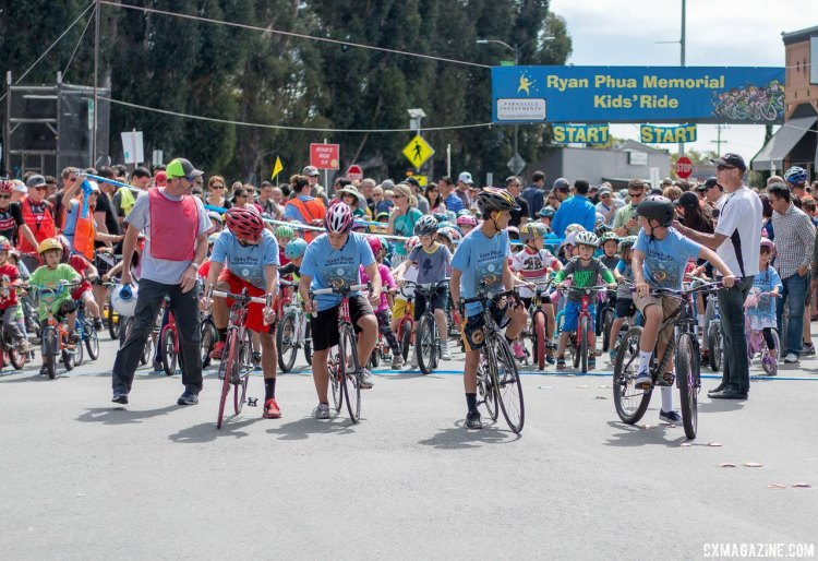 Ryan Phua Memorial Kid's Ride at the Burlingame Criterium, led by the late Ryan's brother and friends. © Cyclocross Magazine