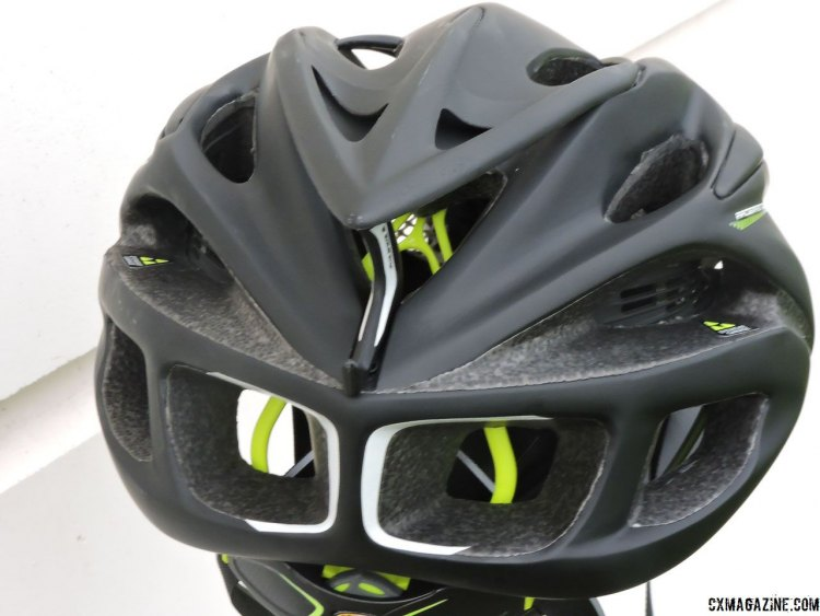 The Rudy Project Racemaster helmet features a rear eyewear garage for sunglasses storage. © Cyclocross Magazine