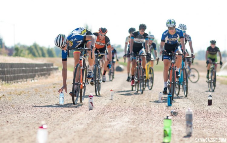 Proctor has racers first start their on-the-bike drills with a water bottle grab, and intentionally or not, has them ready for dollar hand-ups. 2017 Montana Cross Camp © Cyclocross Magazine