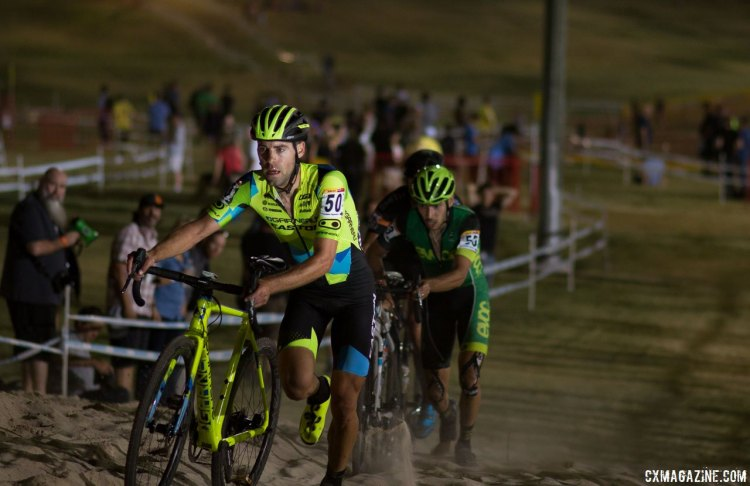 Garneau-Easton's Craig Richey runs the sand at the 2016 CrossVegas World Cup. © Cyclocross Magazine