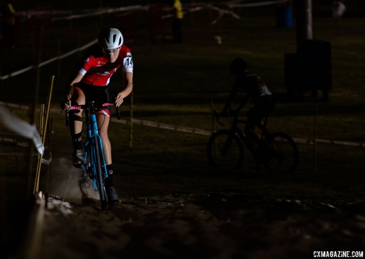 Laurel Rathbun practices the sand pit before her race. 2017 CrossVegas, Elite Women. © A. Yee / Cyclocross Magazine