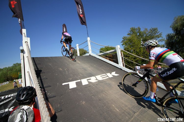 Helen Wyman took an early lead and is chased by Sanne Cant up the flyover during Friday's C2 race at the Trek CX Cup. ©D. Mable / cxmagazine.com
