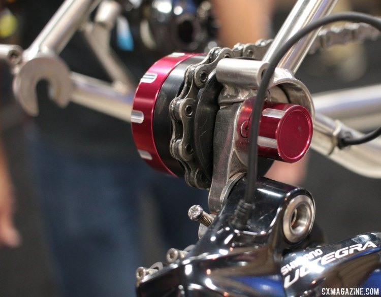 The Chain Keeper helps support the chain when the rear wheel is removed. Feedback Sports' new Chain Keeper. Interbike 2017 © Cyclocross Magazine
