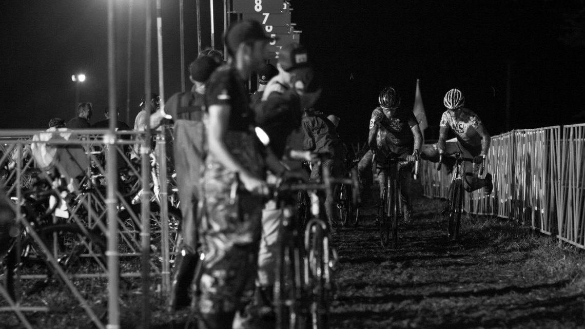 Mechanics and racers faced fierce battles even in the pits. 2016 Jingle Cross cyclocross festival. © A. Yee / Cyclocross Magazine