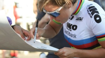 Sanne Cant (Beobank-Corendon) signs an autograph after her World Cup win. 2017 World Cup Waterloo Elite Women. © D. Mable / Cyclocross Magazine