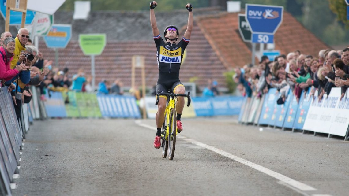 Lars van der Haar attacked late to win in Ronse. 2017 Cyclocross DVV Verzekeringen Trofee #1 - GP Mario De Clercq© B. Hamvas / Cyclocross Magazine