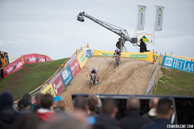 Sanne Cant leads Lucinda Brand into the sand. 2017 Superprestige Ruddervoorde. © B. Hamvas / Cyclocross Magazine
