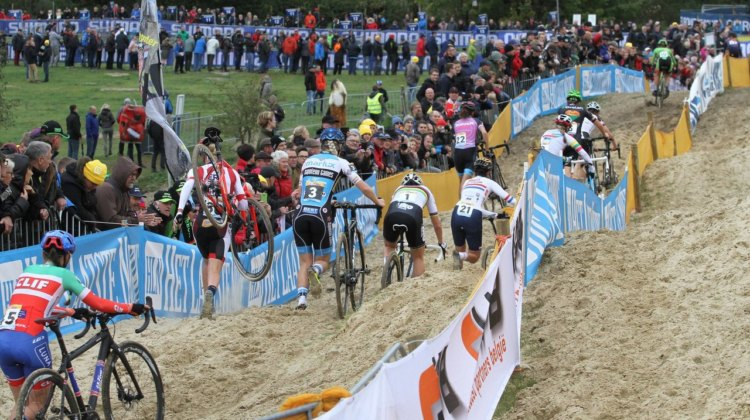 The Women make their way through the sand early in the race. 2017 World Cup Koksijde. © B. Hazen / Cyclocross
