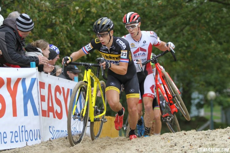Lars van der Haar and Laurens Sweeck battled deep into the race. 2017 World Cup Koksijde. © B. Hazen / Cyclocross