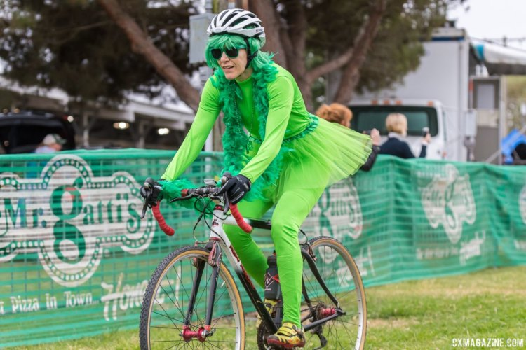 Green Woman heads out. 2017 Surf City Cyclocross © J. Vander Stucken / Cyclocross Magazine