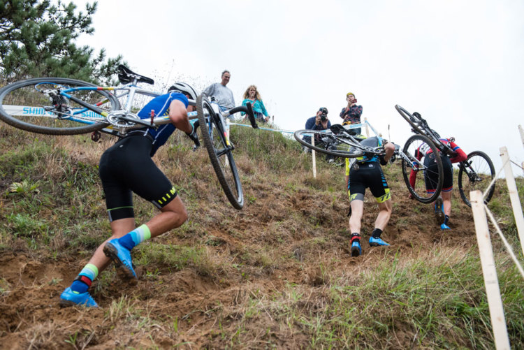 Racers negotiate Green Acres's wall of sand. photo: tmbimages.com