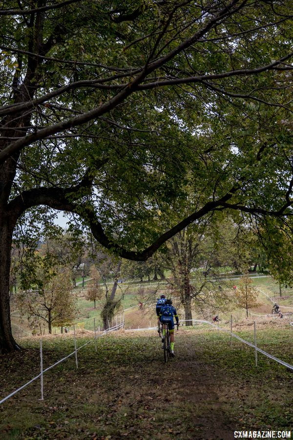 With three climbs per lap, there are also three descents. This is the first long drop into the technical part of the course. 2017 Derby City Cup. © D. Perker / Cyclocross Magazine