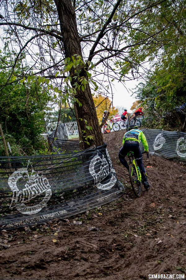 Many riders were making multiple attempts at the last technical section, trying to find the right line through the muddy mess. 2017 Derby City Cup. © D. Perker / Cyclocross Magazine