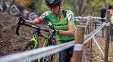 Kaitie Keough opted to run the off-camber en route to a second-place finish. 2017 Derby City Cup. © D. Perker / Cyclocross Magazine
