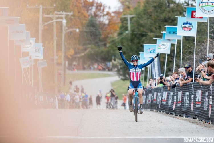Katie Compton celebrates her fourth Pan-American title. 2017 Pan-American Championships. © D. Perker / Cyclocross Magazine