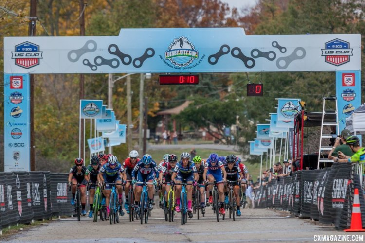 The Elite Women hit the holeshot at the 2017 Pan-American Championships. © D. Perker / Cyclocross Magazine