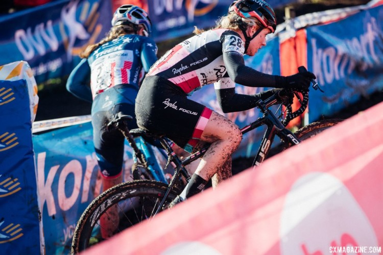 Ellen Noble goes high while Katie Compton slips out on the low line around the turn at the base of the levee. 2017 Flandriencross. © J. Curtes / Cyclocross Magazine