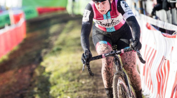 Ellen Noble focuses after taking the lead with one lap to go. 2017 Flandriencross. © J. Curtes / Cyclocross Magazine