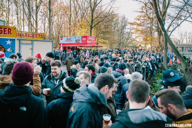 Fans enjoy their beer and frites while watching the racing. 2017 Flandriencross. © J. Curtes / Cyclocross Magazine