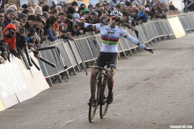 Sanne Cant celebrates her third World Cup win of the season. 2017 World Cup Zeven. © B. Hazen / Cyclocross Magazine