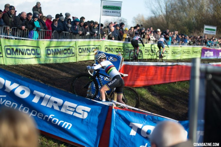 Sanne Cant chases Ellen Noble and Katie Compton at the 2017 Flandriencross. © Cyclephotos