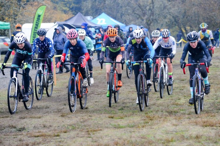 Women's holeshot. 2017 MFG Cyclocross #5. photo: courtesy
