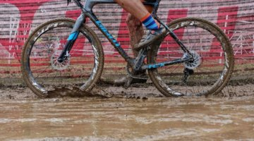"Fall means mud and ""real cyclocross conditions."" 2017 Derby City Cup. © D. Perker / Cyclocross Magazine"