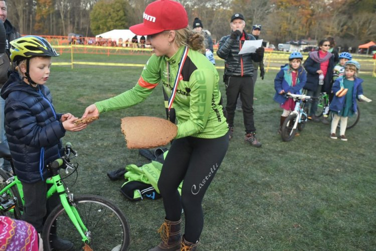 Emma White shares her winning cookie with a fan. 2017 Northampton International Day 2. © Chris McIntosh