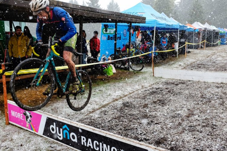 Stirling Quinn brought his air show on the snowy afternoon. 2017 MFG Cyclocross #5. photo: courtesy