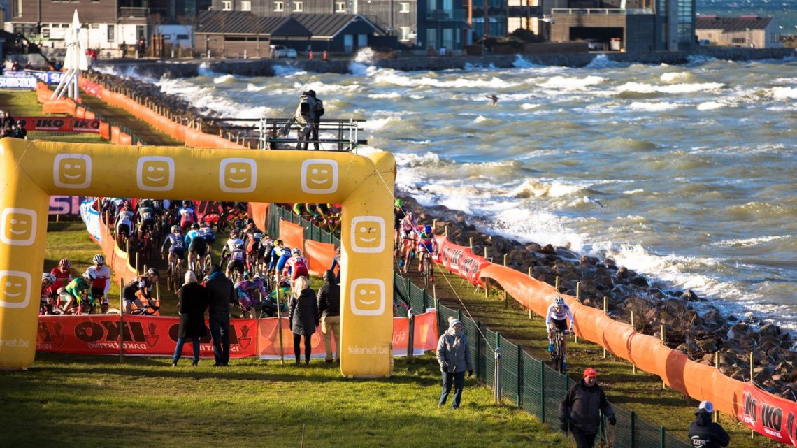 Sanne Cant leads the way as waves crash into the shore. 2017 Bogense UCI Cyclocross World Cup. © J. Curtes / Cyclocross Magazine
