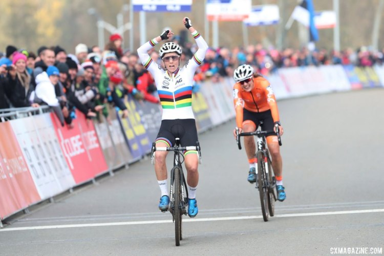 Sanne Cant celebrates her narrow win over Lucinda Brand. 2017 European Championships, Tabor. © B. Hazen / Cyclocross Magazine