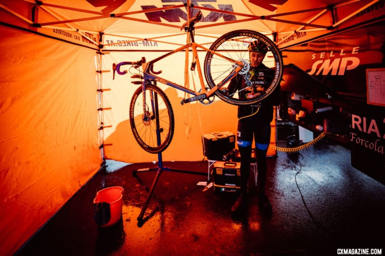 Racer, mechanic. Some riders had an extra busy afternoon. Elite Men, 2017 Zeven UCI Cyclocross World Cup. © J.Curtes / Cyclocross Magazine