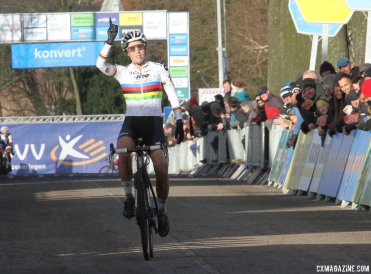 "Sanne Cant throws up the ""number one"" for career win 101. 2017 Azencross Loenhout. © B. Hazen / Cyclocross Magazine"