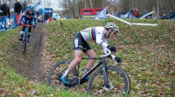 Sanne Cant leads Katie Compton in Essen. 2017 Cyclocross DVV Verzekeringen Trofee #4 - Essen. © Cyclephotos / Cyclocross Magazine