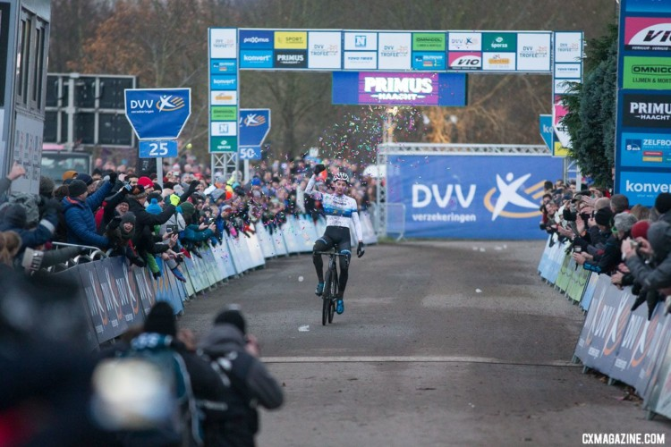 Mathieu van der Poel took his time before going solo, and then took gobs of time out of Sweeck. 2017 Cyclocross DVV Verzekeringen Trofee #4 - Essen. © Cyclephotos / Cyclocross Magazine